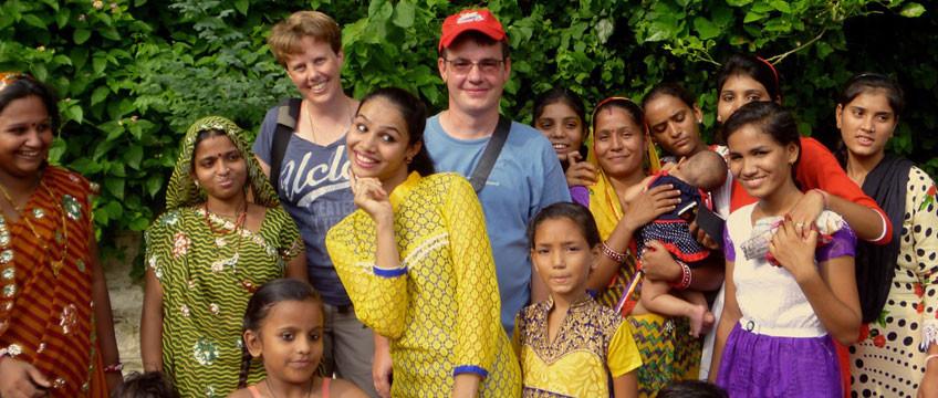 Wir mit einer indischen Grossfamilie