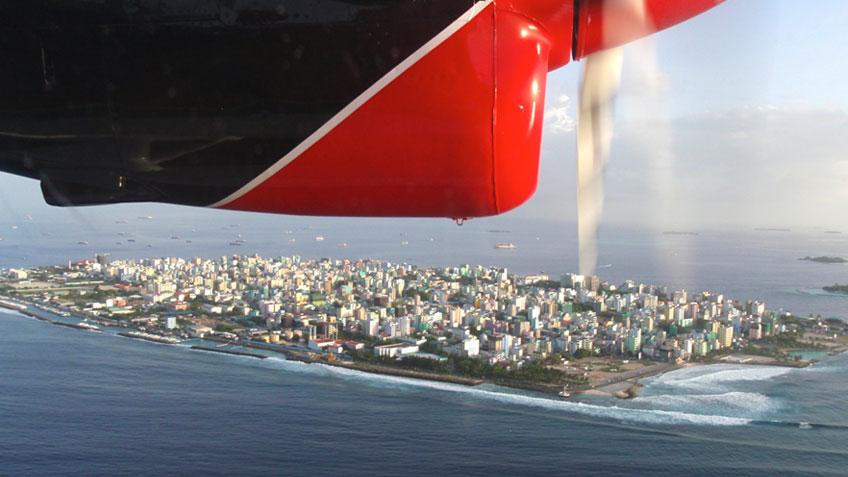 Blick auf Malé aus dem Wasserflugzeug